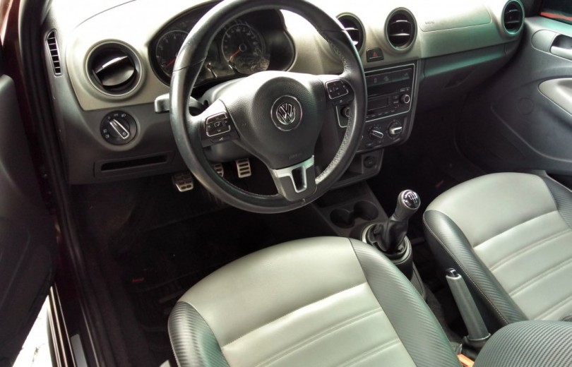 VOLKSWAGEN SAVEIRO 2015 1.6 CROSS CD 16V TOTAL FLEX 2P MANUAL - Carango 71610 - Foto 6