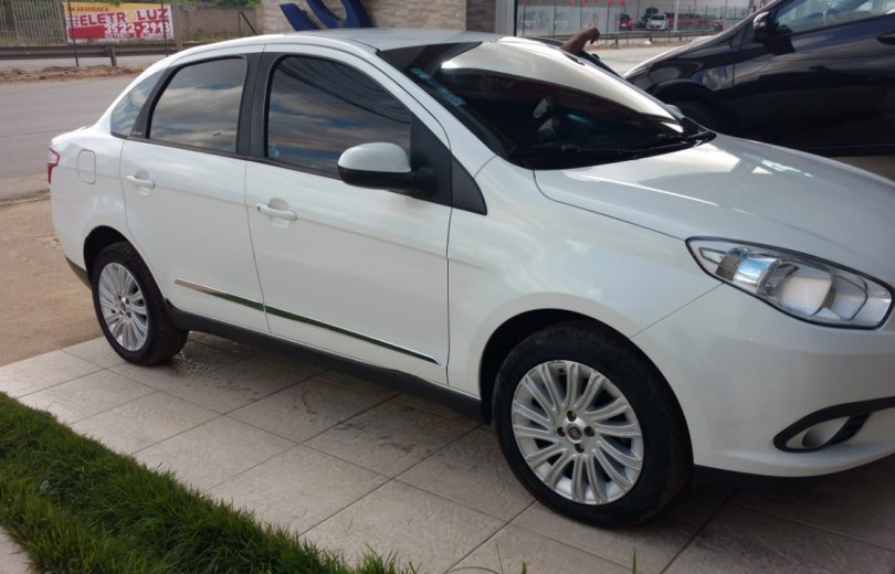 FIAT GRAND SIENA 2013 1.6 MPI ESSENCE 16V FLEX 4P MANUAL - Carango 73767 - Foto 9