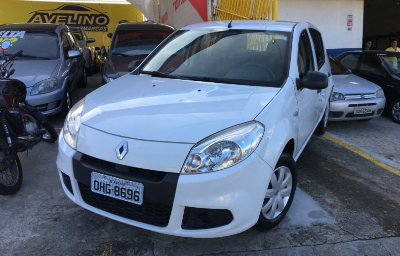 RENAULT SANDERO 2013 1.0 AUTHENTIQUE 16V HI-FLEX 4P MANUAL - Carango 76643 - Foto 1