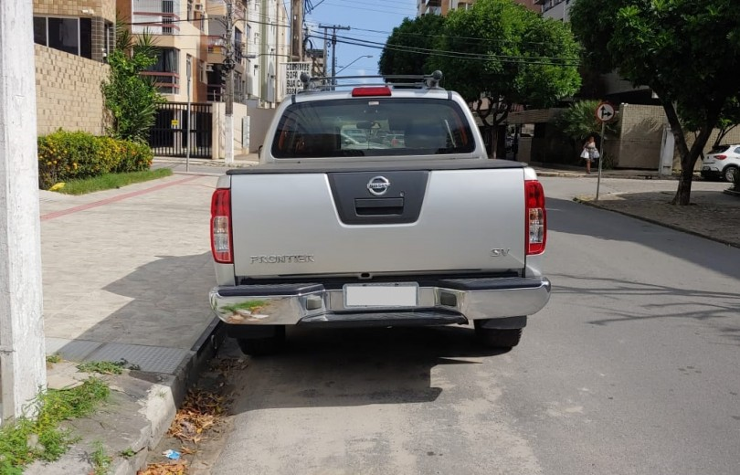 NISSAN FRONTIER 2013 2.5 SV ATTACK 4X4 CD TURBO ELETRONIC DIESEL 4P MANUAL - Carango 80398 - Foto 4