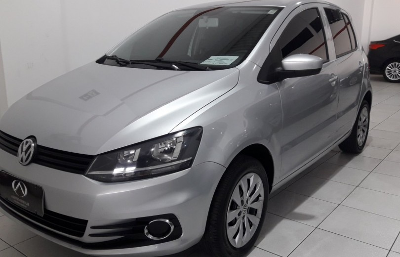 VOLKSWAGEN FOX 2015 1.0 MI 8V TOTAL FLEX 2P MANUAL - Carango 81916 - Foto 1