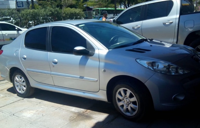 PEUGEOT 207 2013 1.4 XR PASSION 8V FLEX 4P MANUAL - Carango 84461 - Foto 10