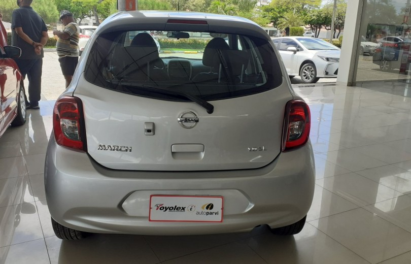 NISSAN MARCH 2015 1.6 SL 16V FLEX 4P MANUAL - Carango 93003 - Foto 4