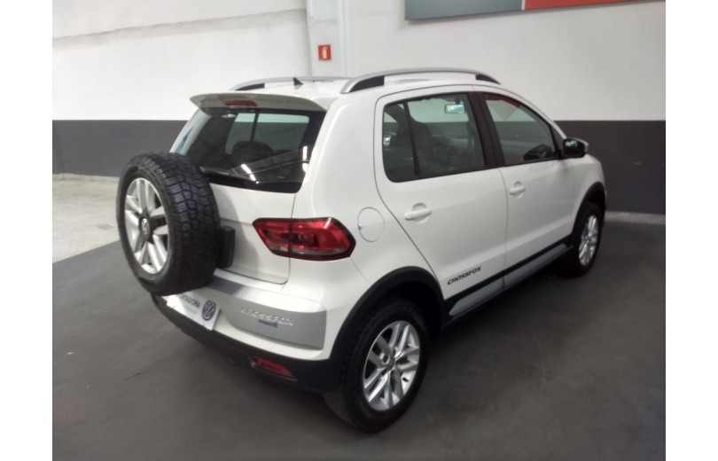 VOLKSWAGEN CROSSFOX 2015 1.6 MI 8V TOTAL FLEX 4P MANUAL - Carango 69600 - Foto 3