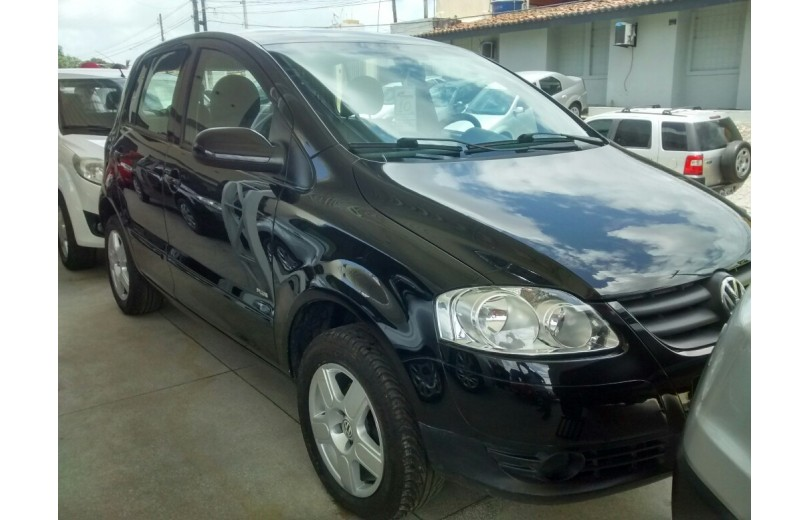 VOLKSWAGEN FOX 2010 1.6 MI PLUS 8V TOTAL FLEX 4P MANUAL - Carango 69655 - Foto 2